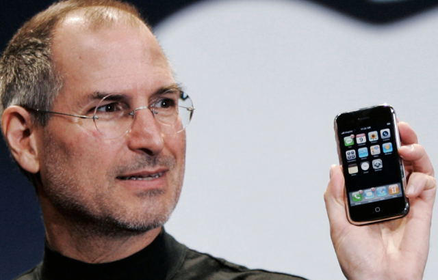 steve-jobs-original-2007-iphone