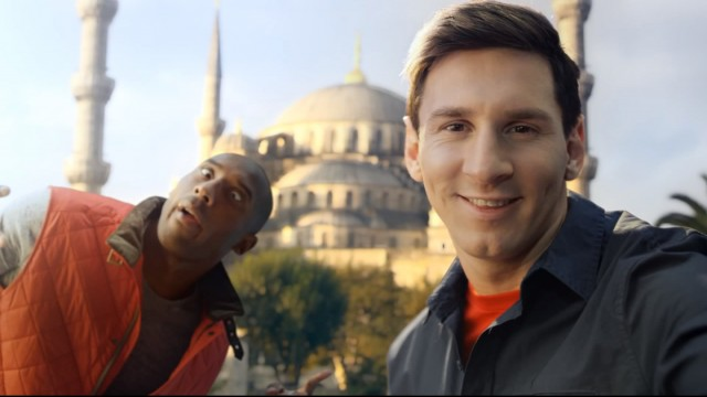 turkish_airlines_kobe_vs_messi_selfie